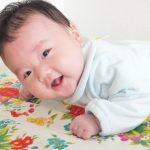 発育が早い?遅い? 6ヶ月頃から始まる赤ちゃんのずりばい