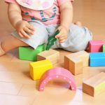 自閉症かも?赤ちゃんが喃語をなかなか話さないときの原因や対策