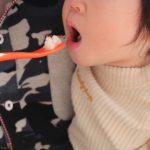 遊び食べが辛い… 離乳食やスプーンを持ちたがる子への対処法!